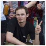 mgr socjologii, absolwent Szkoły Trenerów Małopolskiego Centrum Profilaktyki, wykładowca ICT, animator społeczny, pracownik administracyjny firmy zajmującej się medyczną opieką transgraniczną. W swojej karierze był również koordynatorem Klubu Seniora ``Zawsze Młodzi`` na Psim Polu. Posiada ponad 6 letnie doświadczenie w prowadzenie kursów komputerowych dla osób wykluczonych cyfrowo, głównie w wieku senioralnym, w tym na poziomie ECDL Core, ECCC. Posiada certyfikat Trenera Pracowników Służb Społecznych.